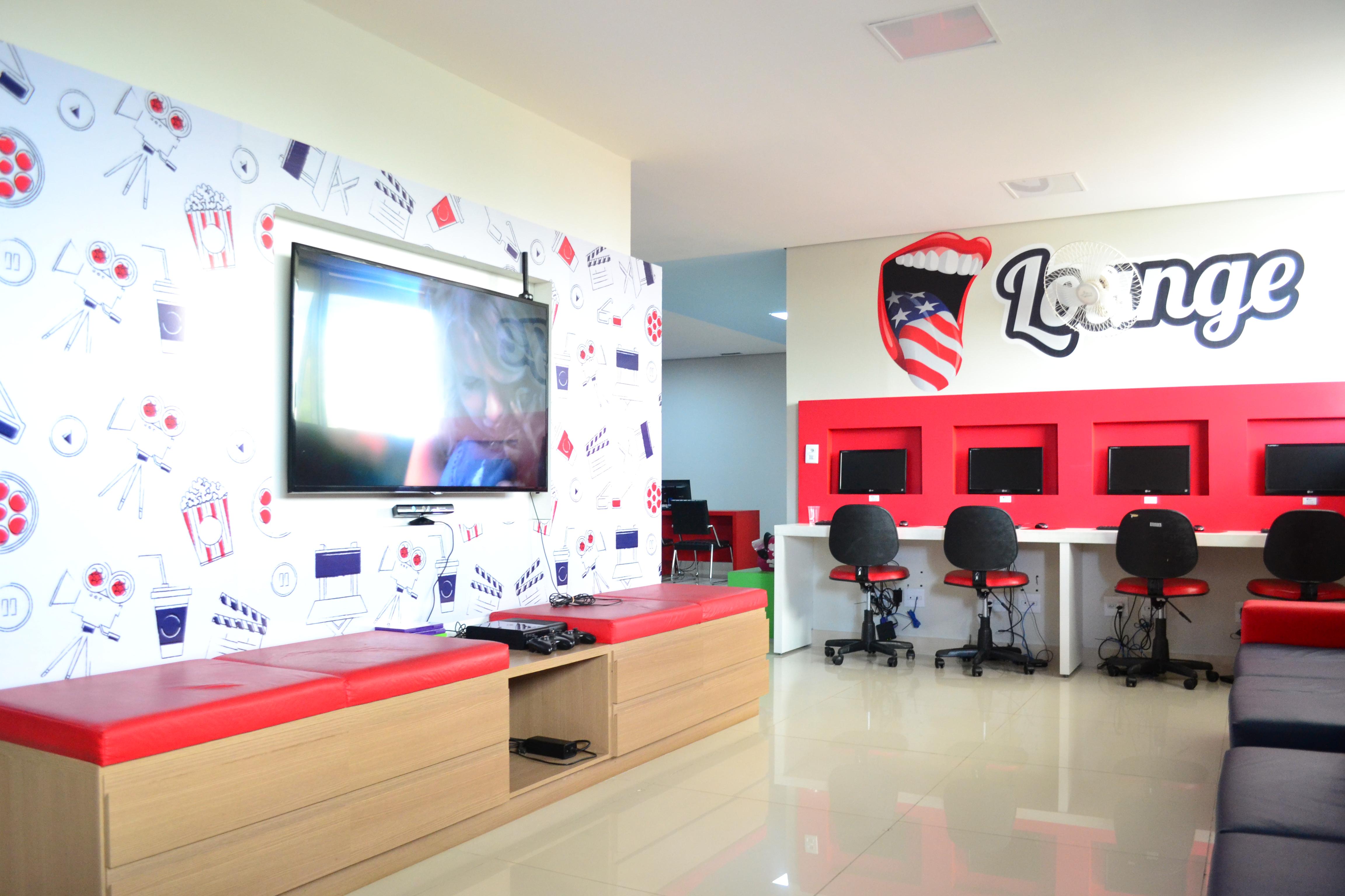 Next Idiomas -> Sala De Tv E Biblioteca